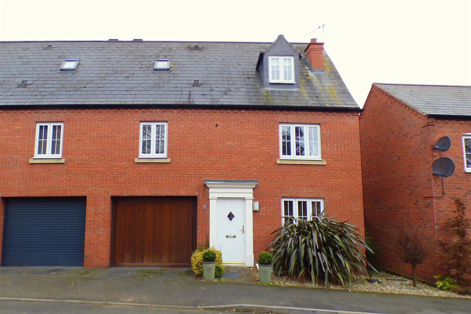 3 Bedrooms Property for sale in Longfellow Road, Stratford-Upon-Avon